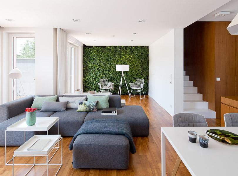 projektowanie wnętrz - dom z zieloną ścianą